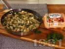 Рецепта Задушен спанак с киноа, сирене Моцарела и яйца на тиган
